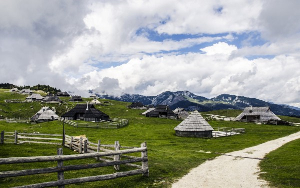 cottages-on-the-meadow-wallpaper-2880x1800.jpg